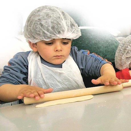 Children making matzah © David Furst/AFP/Getty Images